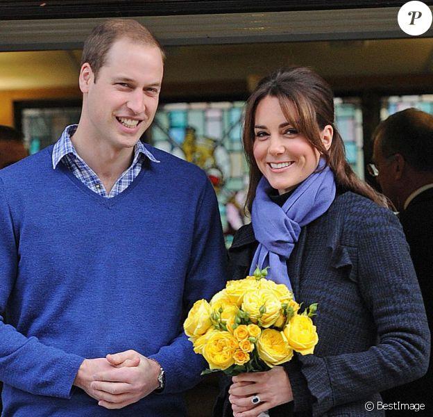 Le prince William et Kate Middleton à la sortie de l'hôpital King Edward VII le 6 décembre 2012, alors que la grossesse de la duchesse de Cambridge venait d'être révélée.
