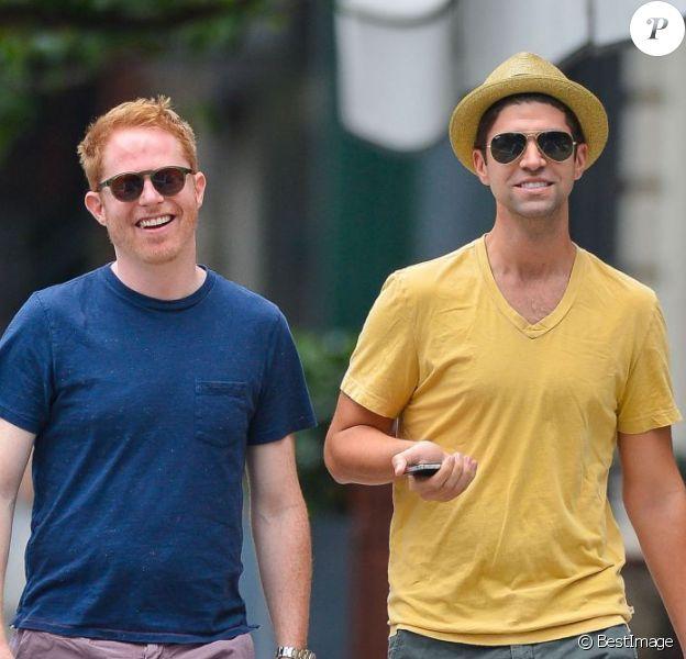 Les jeunes mariés Jesse Tyler Ferguson et Justin Mikita à New York, le 21 juillet 2013.