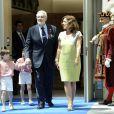 Placido Domingo reçoit les insignes de la ville de Madrid par la maire Ana Botella le 24 juillet 2013, sous les yeux de sa femme Marta.