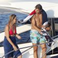 Rafael Nadal avec ses proches sur son bateau ancré au large de Majorque, le 24 juillet 2013