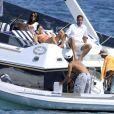 Elisabetta Gregoraci et des amies en pleine séance bronzage sur un bateau à Porto Cervo. Le 24 juillet 2013.
