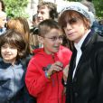 François Cluzet, Marie Trintignant et deux de ses petits-fils - Inauguration du square Marie Trintignant dans le 4e arrondissement de Paris, le 13 mai 2007.