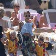 """Nicole Richie, Joel Madden et leurs enfants Harlow et Sparrow quittent le restaurant """"Nioulargo"""" à Saint-Tropez le 23 juillet 2013"""