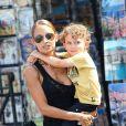 Nicole Richie se promène avec son fils Sparrow dans les rues de Saint-Tropez. Le 24 juillet 2013    La belle porte un top Dries Van Noten et des Derby Saint Laurent