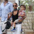 Nicole Richie, Joel Madden et leurs enfants Harlow et Sparrow se promènent dans les rues de Saint-Tropez. La star arbore un look parfait et ne quitte plus ses chaussures masculines Saint Laurent