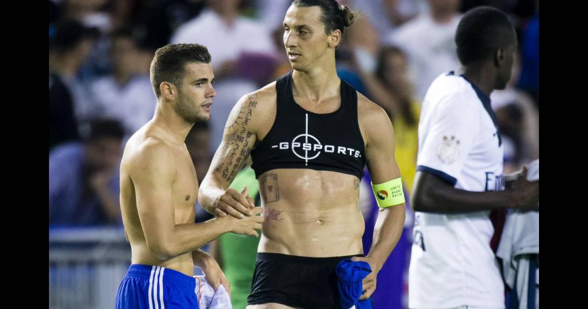 Zlatan Ibrahimovic en brassière   La star du PSG sensuelle pour son public  - Purepeople 8cde22b077b