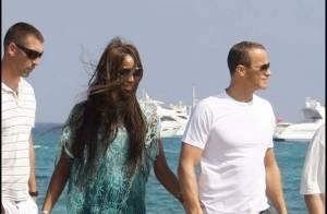 PHOTOS : Naomi Campbell sur la plage... amoureusement avec un autre ! (réactualisé)