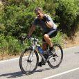 Nicolas Sarkozy sur le vélo pendant ses vacances en famille au Cap Nègre près de Cavalaire, le 3 août 2013.