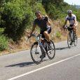 Nicolas Sarkozy se donne à vélo pendant ses vacances en famille au Cap Nègre près de Cavalaire, le 3 août 2013.