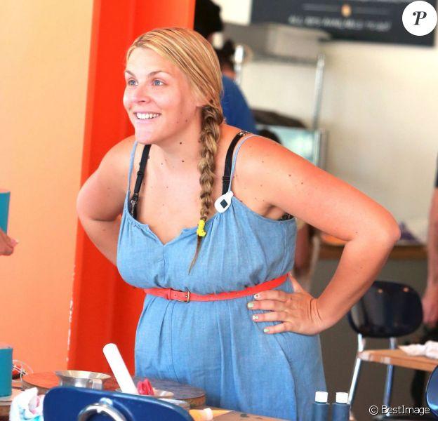 Exclusif - Busy Philipps se rend dans une boutique de confection de gâteaux à West Hollywood, le 9 août 2013.
