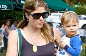 Selma Blair allaite son fils Arthur, 2 ans, en public : shocking !