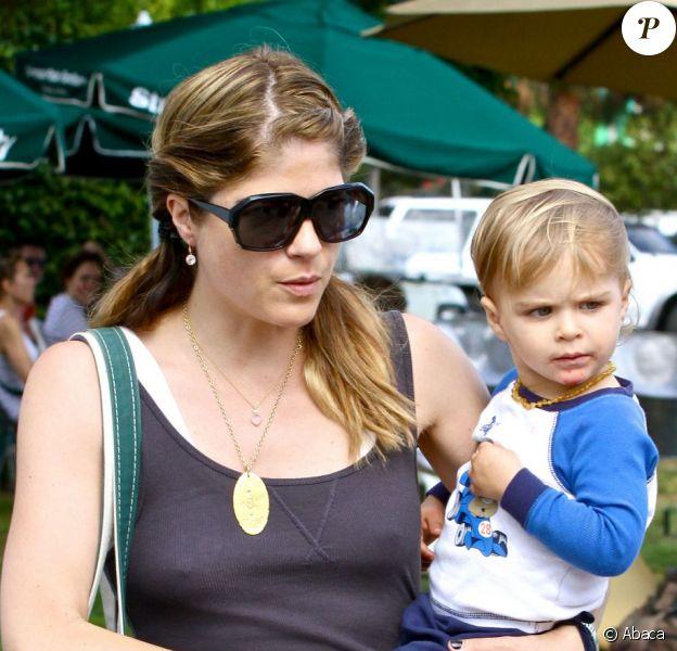 Selma Blair et son fils Arthur Bleick au Farmers Market à Studio City, le 14 juillet 2013.