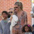 Heidi Klum avec son petit ami Martin Kirsten et es enfants Leni, Henry, Johan et Lou à Brentwood, le 11 août 2013.