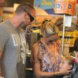 """Heidi Klum fait du shopping à """"Whole Foods"""" avec son petit ami Martin Kirsten et ses enfants à Brentwood, le 11 août 2013."""