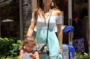 Adriana Lima : Maman sexy avec ses deux adorables filles
