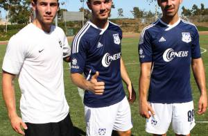 Jonas Brothers au foot : Kevin et Joe applaudis par leur chérie, Nick en solo