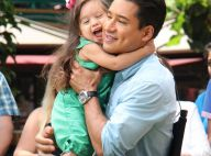 Mario Lopez : Le sexy papa s'amuse avec Gia sous les yeux de sa femme enceinte