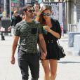 Dimanche 25 août 2013, le chanteur Jonas Jonas s'offrait une virée dans les rues de New York avec sa chérie Blanda Eggenschwiler.