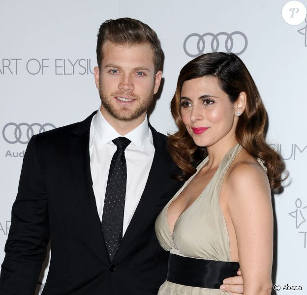 Jamie-Lynn Sigler et son chéri Cutter Dykstra le 12 août 2013 à Los Angeles, quelques jours avant leurs fiançailles. Le 28 août 2013, l'actrice a donné naissance à un petit garçon, Beau.
