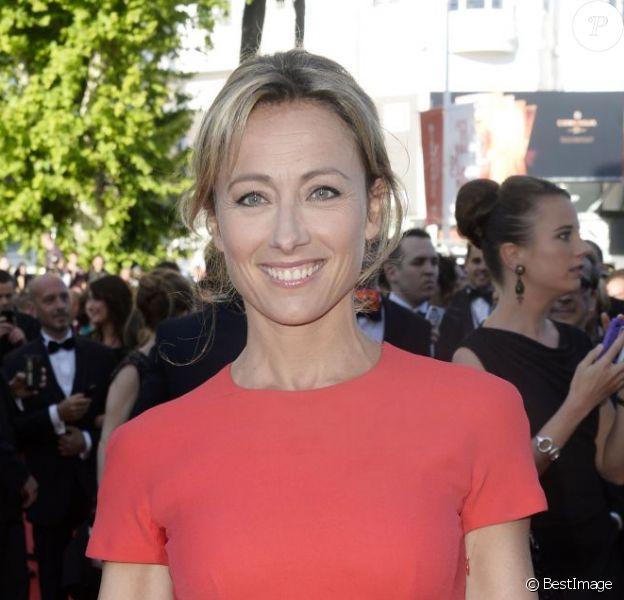 """Anne-Sophie Lapix à la montée des marches du film """"Le Passé"""" lors du 66e Festival du film de Cannes, le 17 mai 2013."""