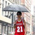 Rihanna, sous la pluie dans le quartier de SoHo à New York. Le 2 septembre 2013.