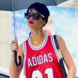 Rihanna se promène lors d'une après-midi pluvieuse à New York. Le 2 septembre 2013.