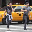 Nick Jonas et Joe Jonas à Manhattan, le 2 septembre 2013.