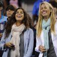 Xisca Perello, petite amie de Rafael Nadal, radieuse avec Isabel Nadal à l'US Open le 7 septembre 2013, ravie par la victoire de l'Espagnol en demi-finale face à Richard Gasquet.