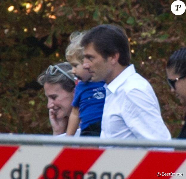 Leonardo entouré de sa famille lors de son mariage avec Anna Billo à Osnago en Italie, le 7 septembre 2013