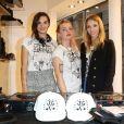 Les Plastiscines mixent dans la boutique John Galliano lors de la Vogue Fashion Night Out 2013. Paris, le 17 septembre 2013.