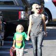 Gwen Stefani, enceinte, emmène son fils Zuma à l'école à Studio city, le 12 septembre 2013.