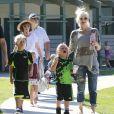 Gwen Stefani, enceinte, en virée avec ses enfants Kingston et Zuma dans un parc à Santa Monica, le 15 septembre 2013.