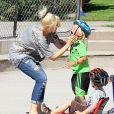 Gwen Stefani, enceinte, et ses fils Kingston et Zuma dans un parc à Santa Monica, le 15 septembre 2013.