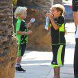 Gwen Stefani, enceinte, a emmené ses enfants Kingston et Zuma dans un parc à Santa Monica, le 15 septembre 2013. La chanteuse console son petit dernier blessé à la lèvre après une mauvaise chute.