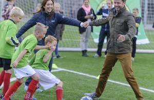 Princesse Mary : Footballeuse de charme, main dans la main avec Frederik