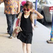Suri Cruise : Fashionista girly malgré son plâtre avec Katie Holmes, radieuse