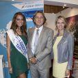Hinarani de Longeaux, première dauphine de Miss France 2013, auprès de Sylvie Tellier et Danny Schepers au salon Top Resa à Paris, Porte de Versailles, le 25 septembre 2013.