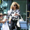 Pia Zadora s'achète une glace et une bouteille d'eau à Hollywood