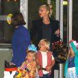 """Gwen Stefani, enceinte, et ses fils Kingston et Zuma au spectacle """"Disney Junior Live On Tour Pirate & Princess Adventure"""", à Los Angeles, le 29 septembre 2013."""