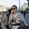 Miranda Kerr arrive au défilé Louis Vuitton à Paris le 2 octobre 2013