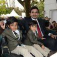 Cheikh Joan Bin Hamad Al Thani avec ses enfants CheikhHamad Bin Joan Al Thani etCheikhTamim Bin Joan Al ThaniauQatar Prix de l'Arc de Triomphe à Longchamp le 6 octobre 2013.
