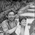 Serge Gainsbourg et sa fille Charlotte à Saint-Tropez, en juillet 1977.