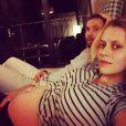 Mark Webber et Teresa Palmer enceinte sur une photo Instagram.