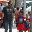 Martin kirsten, nouvel homme de la belle Heidi Klum s'occupe des enfants le 13 octobre 2013 à Los Angeles