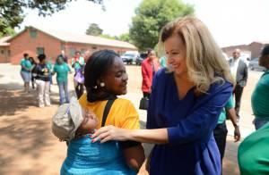 Valérie Trierweiler : L'émouvante journée de la première dame en Afrique du Sud