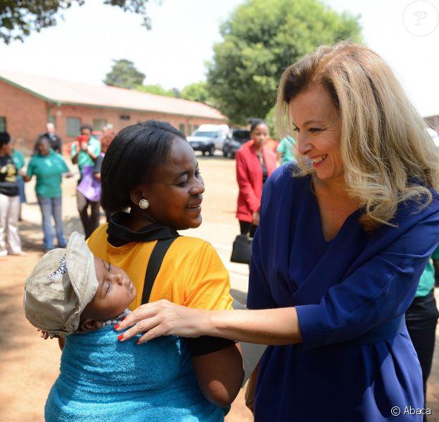Valérie Trierweiler, lors d'une visite à l'hôpital pour enfants de Natalspruit à Johannesburg, le 14 octobre 2013