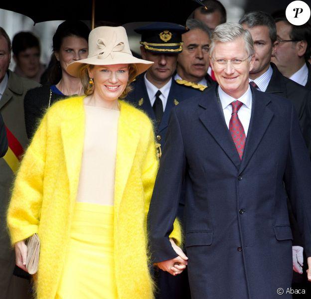 Joyeuse entrée très colorée du roi Philippe et de la reine Mathilde de Belgique à Liège le 11 octobre 2013. Le manteau jaune poussin de la reine a fait piailler !