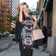 Miranda Kerr se rend dans un building pour une réunion avec le magazine Cosmopolitan à New York, le 15 octobre 2013.