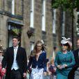 Cressida Bonas, petite amie du prince Harry, avec son amie la princesse Eugenie d'York au mariage de Thomas van Straubenzee et Lady Melissa Percy le 22 juin 2013
