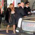 Kim Kardashian, sous bonne escorte et accompagnée de sa mère Kris Jenner, quitte un hôtel à San Francisco. Le 22 octobre 2013.